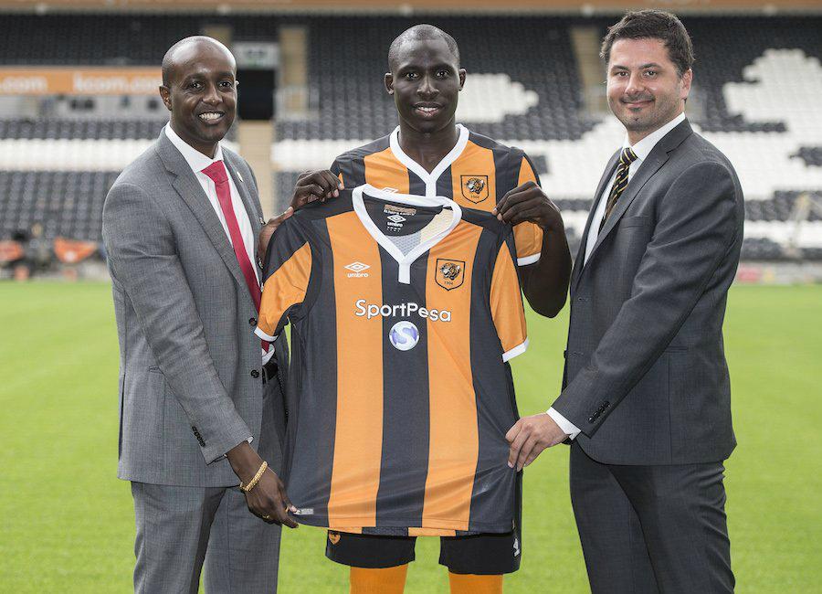 Hull City 16-17 Home Kit & Sponsor Reveal - Behind the Scenes
