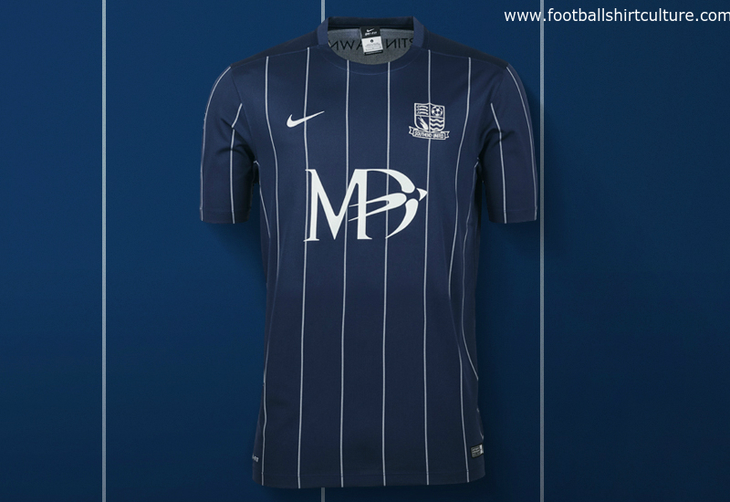 southend-united-2015-2016-nike-home-foot