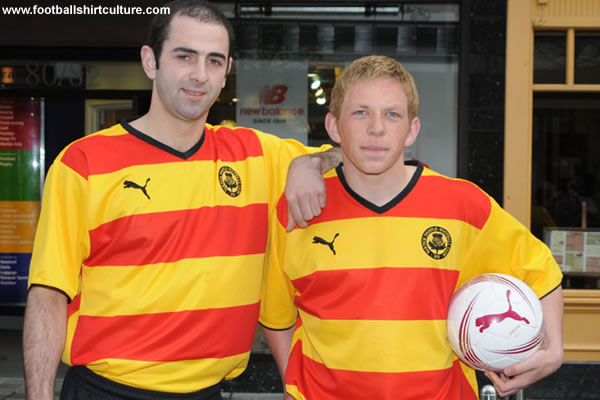 Partick Thistle unveiled their new home kit for the 2008-2009 season made by Puma.