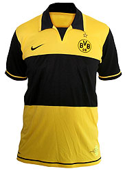 The shirt is dominated by a strong yellow tone on the torso.  The sleeves are held black, just as as the collar and the black beam on the chest, on which the sponsors-Logo will be well visibly placed.