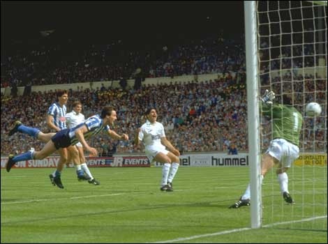 One of the greatest ever FA Cup moments in one of the best FA Cup finals ever, Keith Houchen completes his Roy of the Rovers antics of the cup run by flying in to score City's second goal. Just unbelievable.