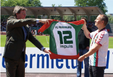 Before the final whistle of the season, FC Augsburg presents its new principal sponsor, the market-leading broker of private health insurance, impuls Finanzmanagement AG. The impuls logo will grace FCA's jerseys starting with the 2007/2008 season.
