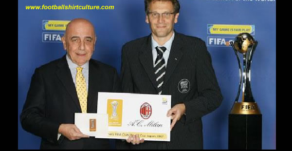 Just like the stars worn on the shirts of national team players to symbolise their status as FIFA World Cup winners, so the FIFA Club World Cup has its own emblem. AC Milan, victors at Japan 2007, will now be able to wear this symbol to commemorate their world-beating triumph.