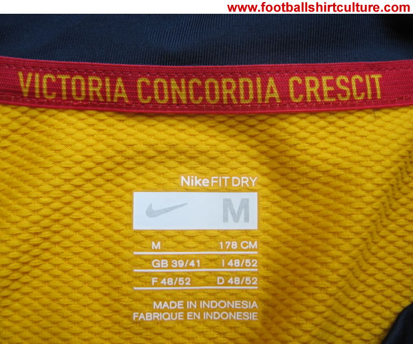arsenal_08_09_away_nike_shirt_close_2.jpg