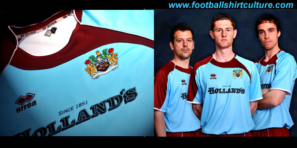 burnley_08_09_away_errea_kit.jpg