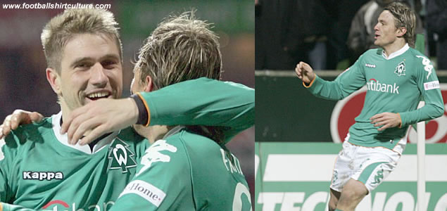 Werder Bremen changed their club logo by a Christmas tree in the match agains