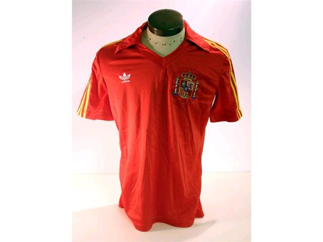 320. Spanish International Shirt: A red with yellow trim V-neck shirt with embroidered Spanish badge to front, No. 2 to rear plus match programme. £120-150