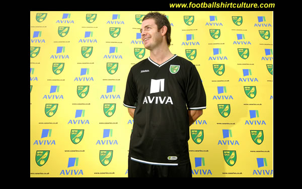 norwich_city_08_09_away_xara_kit.jpg