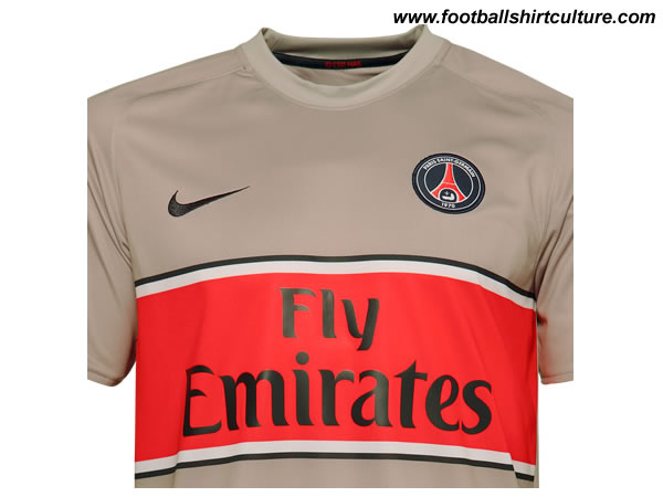 paris_saint_germain_08_09_away_nike_shirt_close.jpg
