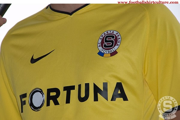 sparta_prague_08_09_away_nike_football-kit.jpg