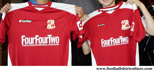 swindon_town_08_09_lotto_home_kit.jpg