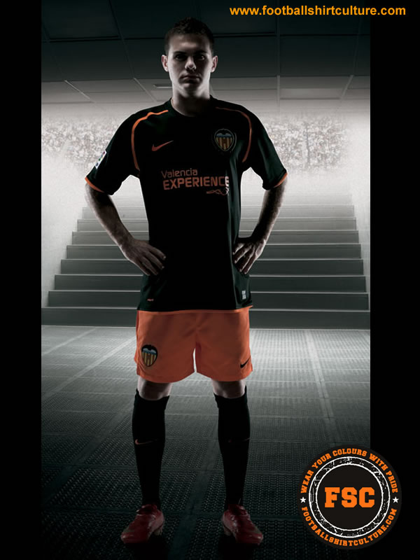 valencia_08_09_away_nike_kits.jpg
