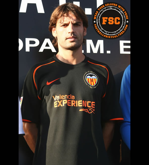 valencia_08_09_away_shirt_nike.jpg