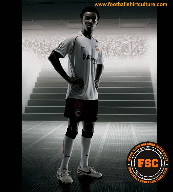 valencia_08_09_home_nike_kit.jpg