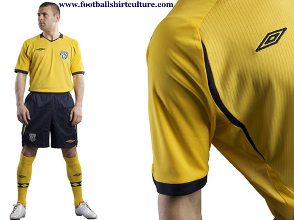 west_brom_albion_08_09_umbro_away_kit.jpg
