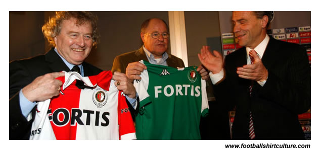 Wim Jansen and Rinus Israel received the shirts from general manager Eric Gudde, which gave this event a historical touch. Jansen and Israel won the 1970 Europe Cup 1 against Celtic in a shirt that was used as inspiration for the centenary shirts.