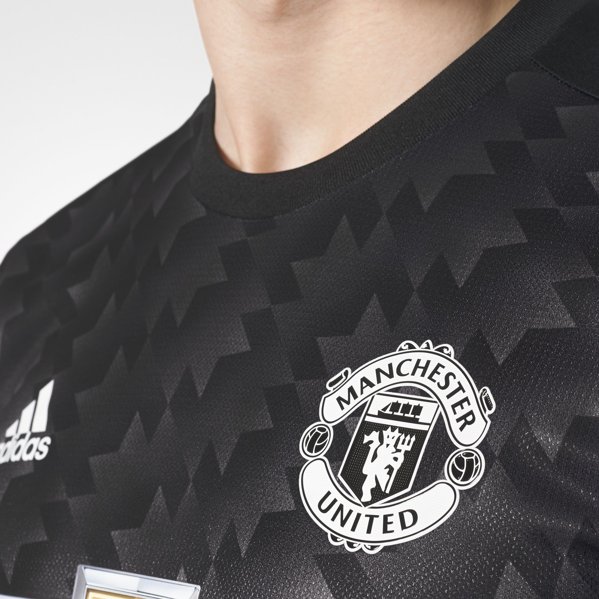 Design t shirt manchester united - View The Manchester United 17 18 Adidas Third Kit