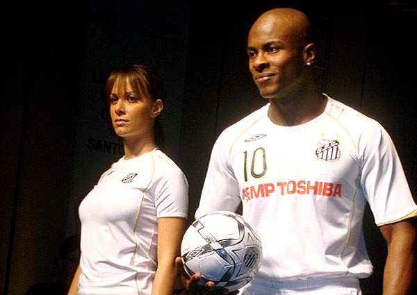 Santos new away kit for the 08/09 season made by umbro.