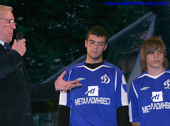 this is the new Dynamo Kiev away shirt made by Umbro for the 08/09 season.