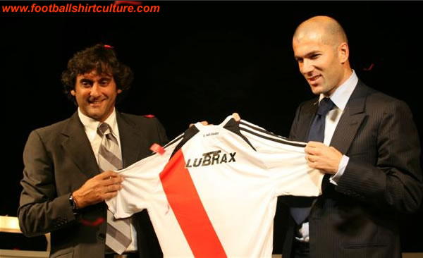 Francescoli and Zidane launched the new home River Plate shirt for the 08/09 season
