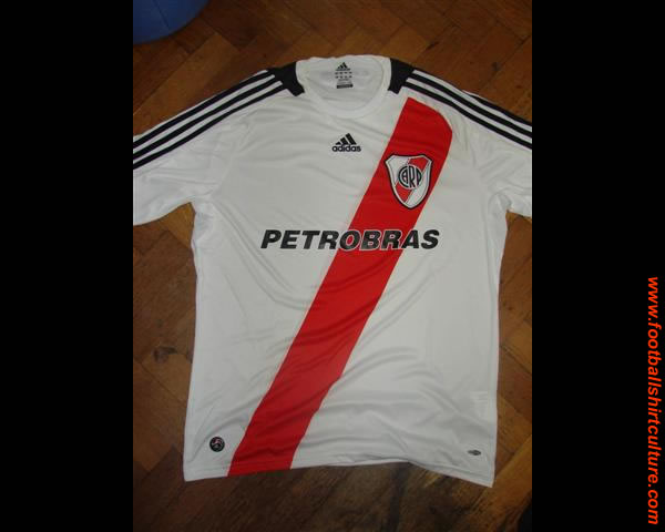 Adidas and  River Plate presented the new shirt for the 2008/2009 season