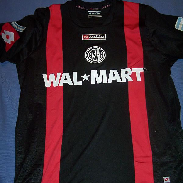 According to the San LorenzoUSA.com site, the third option (a black T-shirt with red births, which is also attached photo) was not submitted because it was not approved. The main sponsor of the team continues to be Wal-Mart.