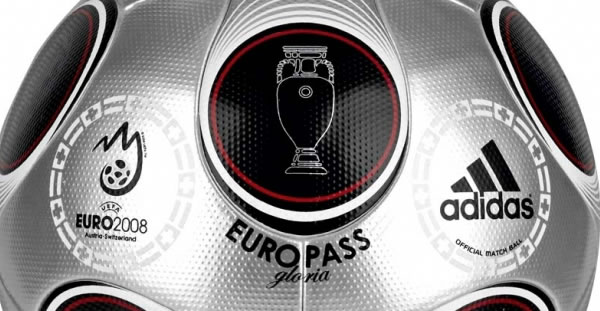 On June 29th in Vienna, after weeks of fierce competition and passionate play, the two remaining teams will meet. This special occasion will be celebrated with an unique matchball, the silver Europass