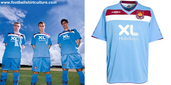 West Ham United unveiled their new away kit for the 2008-09 season made bij Umbro.